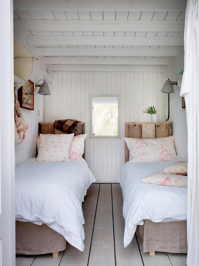 10 Things You Didn't Think You Could Fit Into a Small Bedroom